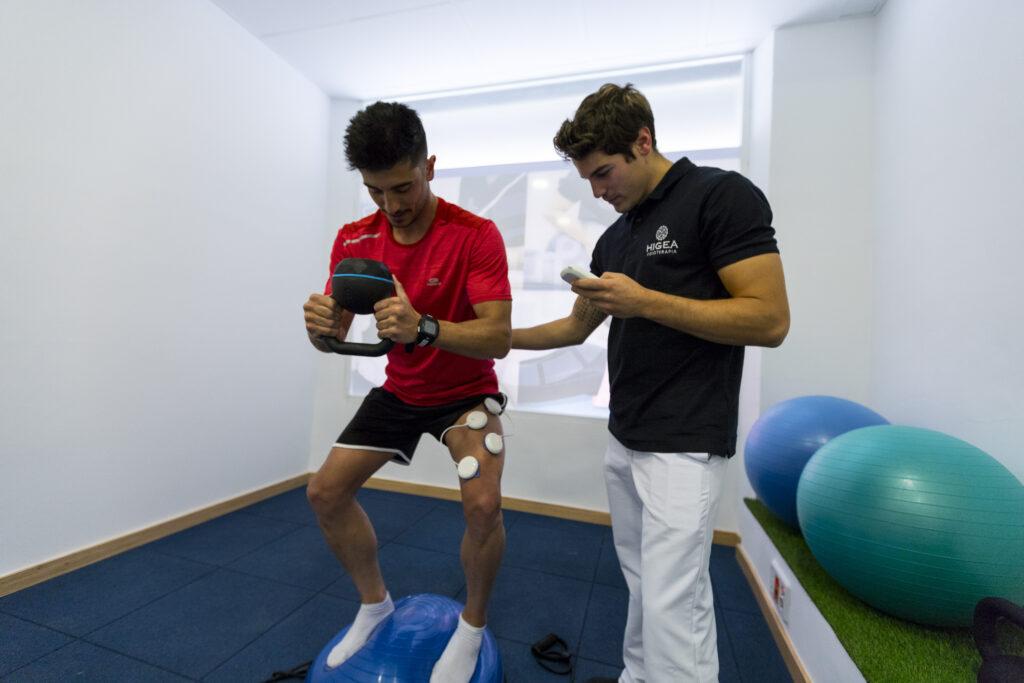 Trabajo de estabilidad de rodilla con electroestimulación